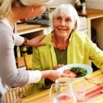 Consiliul Local Alba Iulia va sprijini financiar serviciul de îngrijire la domiciliu a persoanelor vârstnice