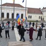 Albaiulienii au dansat Hora Unirii în Piața Cetății pentru a marca cei 95 de ani de la înfăptuirea unirii Basarabiei cu România
