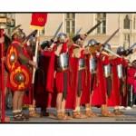 Războinici daci, gladiatori și garda romană vor face spectacol mâine în Piaţa Cetăţii din Alba Iulia