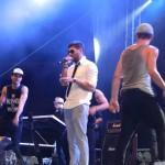 Peste 4.000 de spectatori au asistat aseară pe ploaie la concertul Connect-R de la Alba Iulia