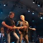 Mii de oameni au cântat alături de membrii formaţiei Holograf la concertul susținut de aceștia în Piaţa Cetăţii din Alba Iulia