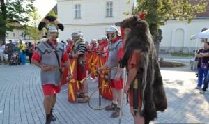 În luna iulie în fiecare zi de vineri, Cetatea Alba Carolina va răsuna de strigătele războinice ale romanilor şi dacilor