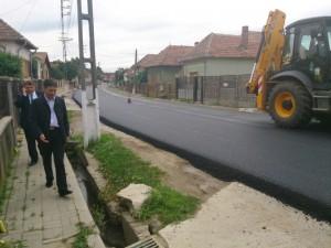 Conducerea CJ Alba a inspectat astăzi stadiul lucrărilor de asfaltare a drumului dintre Drîmbar și Teleac