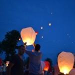 137 de lampioane au fost lansate la Alba Iulia din Piața Cetații pentru a marca cei 137 de ani scurși de la înfințarea Crucii Roşii Române