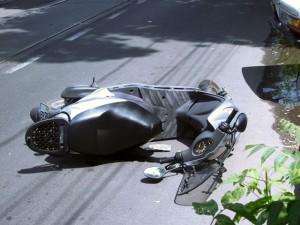 Un mopedist a fost lovit în această seară de un autoturism pe strada Zlatnei din Micești