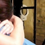 Mandat de arestare pe 30 de zile pentru tânăra din Alba Iulia acre și-a înjunghiat soțul