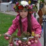 """Paradă cu biciclete decorate cu fructe şi legume, în sunetul fanfarei şi dans de majorete în această dimineață la """"Apulum Agraria"""""""