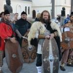 """Astăzi a avut loc în Piața Cetății din Alba Iulia lansarea oficială a trupei de războinici daci """"Lupii de fier ai Apoulonului"""""""