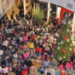 Astăzi la Alba Mall a avut loc un concert extraordinar de colinde și s-au oferit cadouri pentru 1.000 de copii din familii nevoiaşe