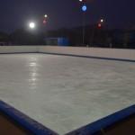 S-a deschis patinoarul din parcarea Alba Mall. Vezi orarul de funcționare și taxa de intrare