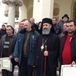 ÎPS Irineu i-a decorat pe salvatorii victimelor accidentului aviatic din Apuseni cu Crucea Arhiepiscopală