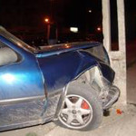 O tânără a intrat cu autoturismul într-un stâlp din Oarda de Jos