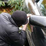 Doi tineri surprinși în flagrant la Alba Iulia în timp ce furau bunuri dintr-o masină
