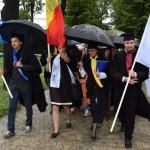 Ploaia nu a putut oprii parada absolvenților Universității 1 Decembrie din Alba Iulia