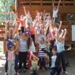 """Acțiuni educaționale și recreeative pentru copii de la Centrul Educaţional """"Sfântul Nicolae"""" din Alba Iulia pe Dealul Mamut"""