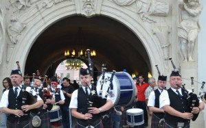 Dilema-Veche-2014_defilare-Scottish-Pipes-Band