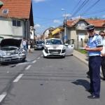 O persoană a fost rănită în urma coliziunii a două autoturisme petrecută într-o intersecție din Alba Iulia