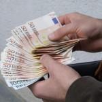 """Femeie de 61 de ani din Alba Iulia înșelată de """"valutiști"""". Aceștia i-au schimbat 300 de euro cu 170 de lei"""