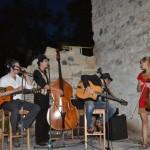 """""""Trubadurii"""" de la TCHA-BADJO au oferit un spectacol pe cinste în localul Framm's din Cetatea Alba Carolina"""