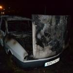 Un autoturism a fost mistuit de flăcări pe DJ 107H, la Cricău