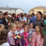 """""""Micuţii"""" de clasa zero, în centrul atenţiei, la festivitatea de deschidere a noului an şcolar la Şcoala """"Vasile Goldiş"""" din Alba Iulia"""