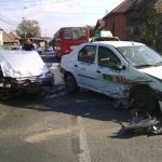O persoană a ajuns la spital în urma unui accident rutier între un taxi și un autoturism petrecut la Alba Iulia