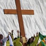 Crucea din lemn şi icoana Fecioarei Maria vor ajunge marți la Alba Iulia