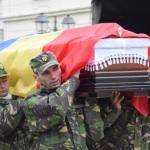 Trupul neînsuflețit al căpitanului Răzvan Moldovan a fost depus în incinta Cercului Militar din Alba Iulia