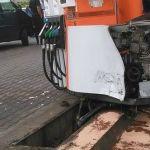 O pompă de motorină a unei benzinării din Alba Iulia acroșată de o autoutilitară condusă de un bărbat din Ighiu, beat și fără permis de conducere