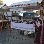 Târg de produse tradiționale organizat în parcarea din fața centrului comercial Alba Mall