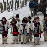 Obiceiuri şi tradiţii de Anul Nou: Pluguşorul, Capra, umblatul cu Ursul, Sorcova. Cele mai frumoase obiceiuri din ţara noastră | albaiuliainfo.ro