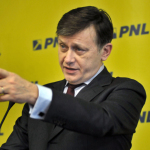 """Crin Antonescu: """"Iohannis este un om care vorbește puțin și gândește cât vorbește"""""""