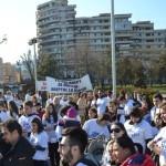 Peste 150 de persoane au ieşit în stradă la Alba Iulia pentru stoparea avortului şi încurajarea adopţiilor