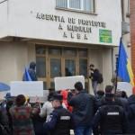 Protest împotriva poluării din Sebeș în fața sediului APM din Alba Iulia