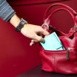 Tânăr cercetat pentru furt după ce a sustras portmoneul unei femei, în incinta unui bar situat pe pe B-dul. Transilvaniei din Alba Iulia