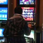 Bărbați din Alba Iulia cercetați penal după ce au furat peste 23.000 de lei dintr-o sala de jocuri de noroc