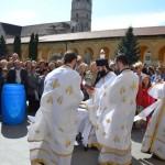 Zeci de credincioși au venit astăzi să ia aghiasmă la Catedrala Reîntregirii din Alba Iulia