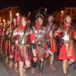 Paradă de noapte cu torțe la Alba Iulia, în deschiderea celei de-a IX-a ediții a Festivalului Cetăților Dacice