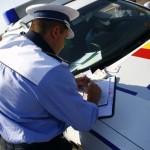 Tânăr din Alba Iulia surprins de polițiști, pe strada Alexandru Ioan Cuza, la volanul unui autoturism neînmatriculat
