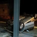 Un autoturism s-a răsturnat după o tamponare, pe strada Primăverii din Alba Iulia
