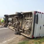 Accident rutier pe DN1, la ieșirea din Alba Iulia înspre Teiuș. Două mașini s-au răsturnat pe şosea și două persoane au fost rănite