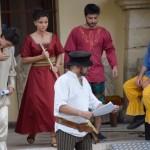 Spectacol de dansuri, muzică, jonglerii şi teatru medieval la Alba Iulia