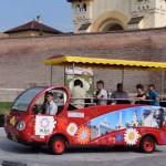 Minibusul electric din Cetatea Alba Carolina va fi dotat cu ghidaj audio-video în mai multe limbi