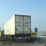 """Un TIR s-a izbit de sensul giratoriu amplasat în zona """"Trei Poduri"""" situată la ieșirea din Alba Iulia înspre Sebeș"""