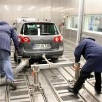 """Volkswagen NU despăgubește financiar clienții europeni care au  au cumpărat un autoturism dotat cu un motor Diesel care """"păcălește"""" testele de emisii"""