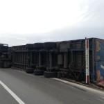 O persoană a fost rănită după ce un TIR s-a răsturnat pe șoseaua de centură a minicipiului Alba Iulia
