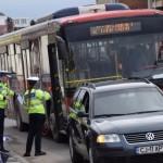 Două femei au fost rănite după ce un autobuz a intrat în coliziune cu un autoturism, la Alba Iulia