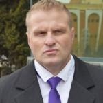 """Clujeanul Călin Mărincuş a protestat la Alba Iulia, în timpul vizitei premierului Dacian Cioloș, împotriva """"islamizării"""" României"""