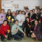 """Doamnele cu dizabilităţi din cadrul centrului """"Sfântul Meletie"""" din Alba Iulia au primit flori și felicităzi cu ocazia Zilei Femeii"""