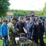 """Elevii din Alba Iulia au vizitat poligonul de garnizoană """"Micești"""" cu ocazia evenimentului """"Armata – O Școală Altfel"""""""